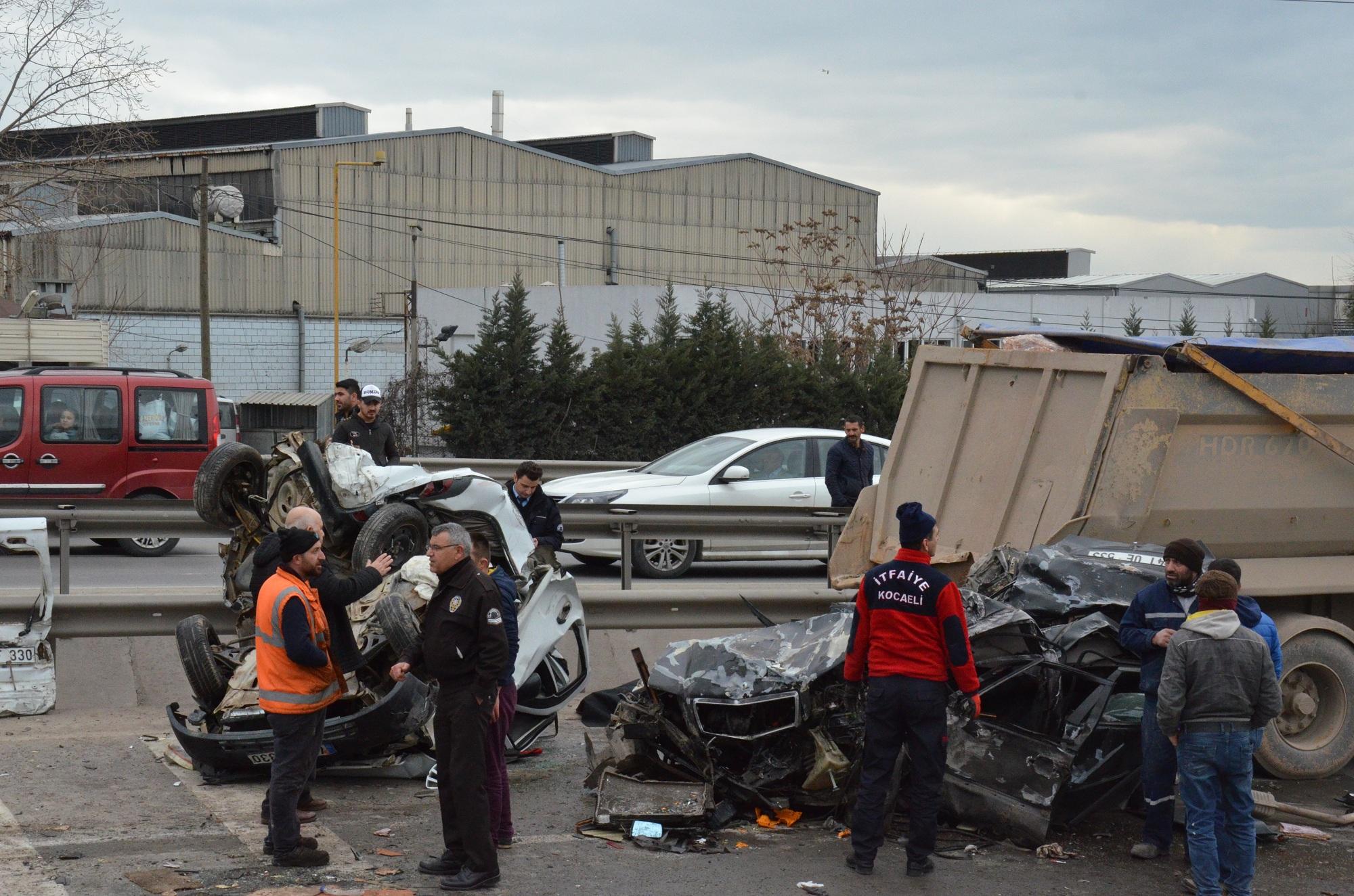 Gebze'de kamyon dehşeti: 1 ölü, 18 yaralı