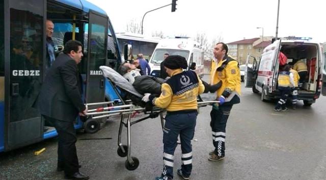 Halk otobüsü minibüsle çarpıştı: 10 Yaralı