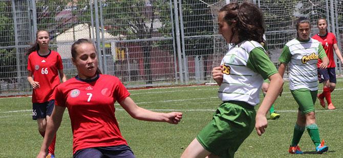 Harb İş Spor'lu kızlardan Ovacık'a futbol dersi