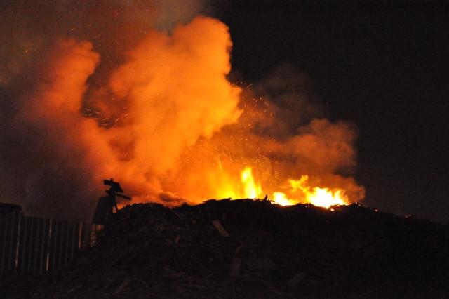 Gebze'de Palet Üretim Tesisinde Yangın Çıktı