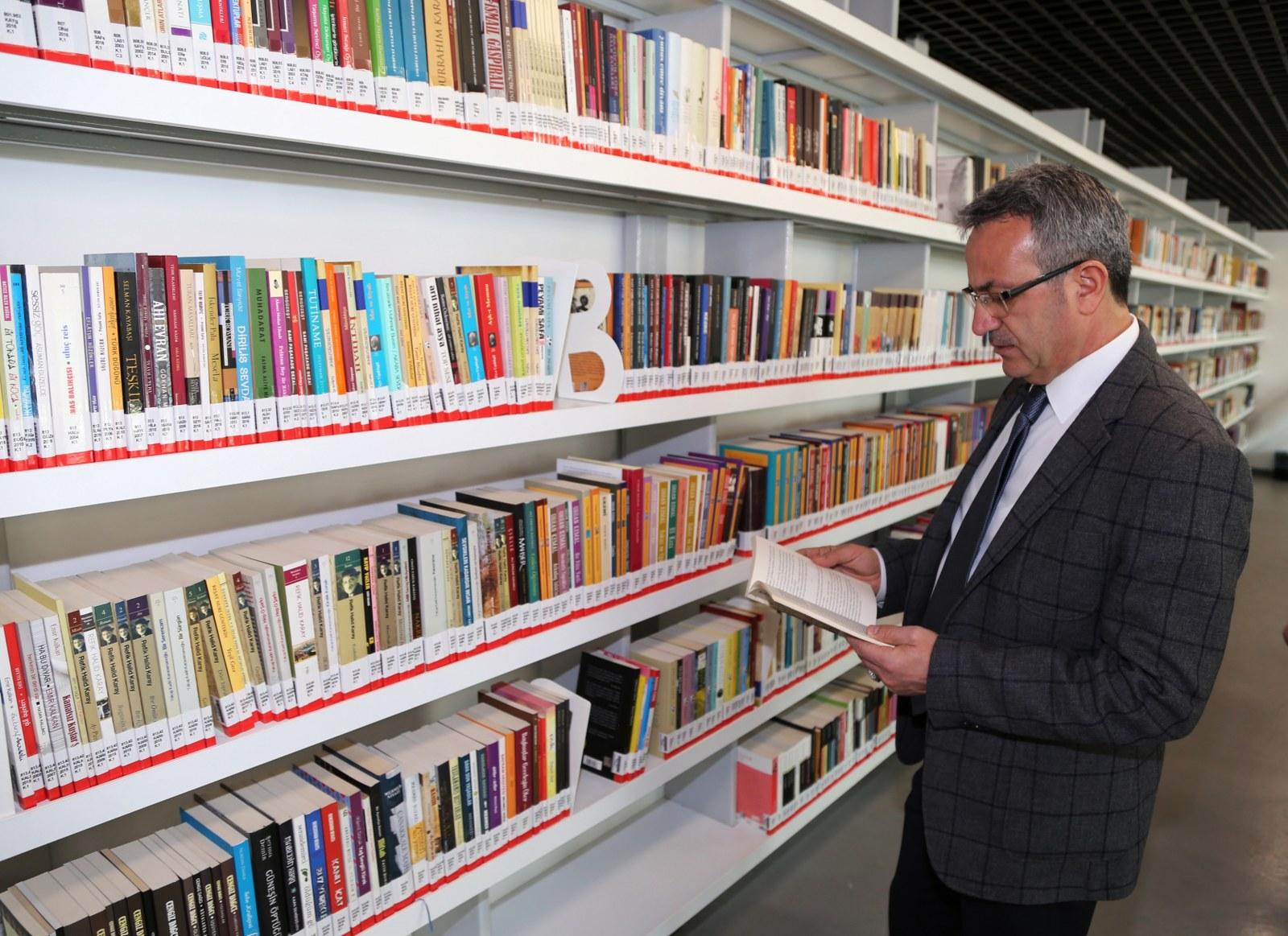 4 bin kitap okuyucularını bekliyor