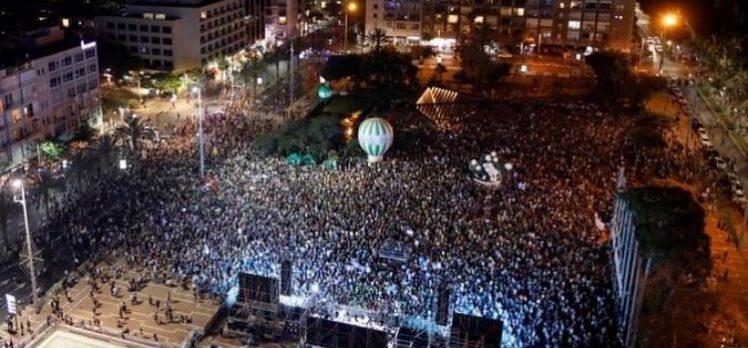 İsrail'de halk 'Filistin' için sokaklara döküldü!