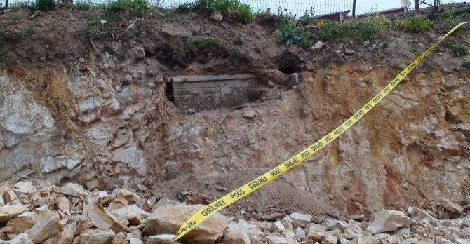 Tuzla'da tarihi lahit mezarlar bulundu