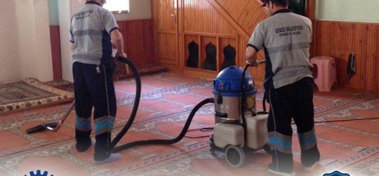 Camilerde Temizlik Çalışmaları Sürüyor