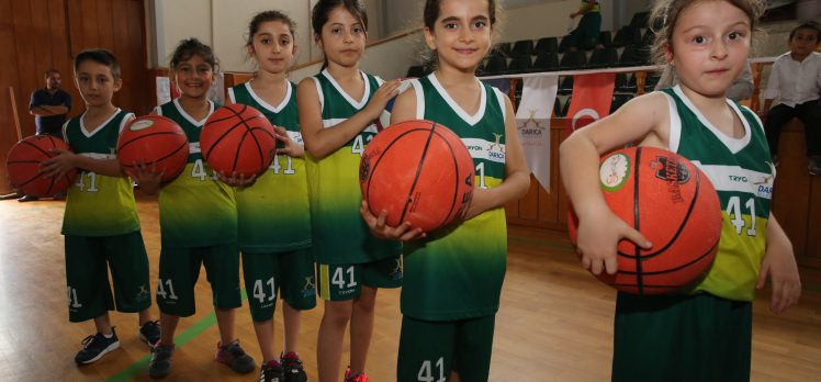 Darıca'da Yaz Spor Okulları Devam Ediyor