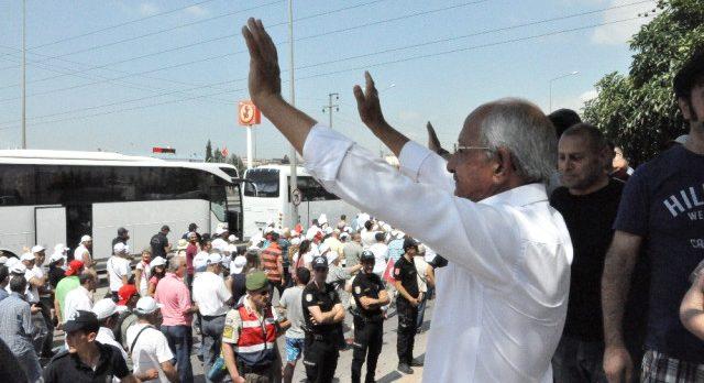 Kılıçdaroğlu Gebze'de Oturan İkiziyle Yürüdü!