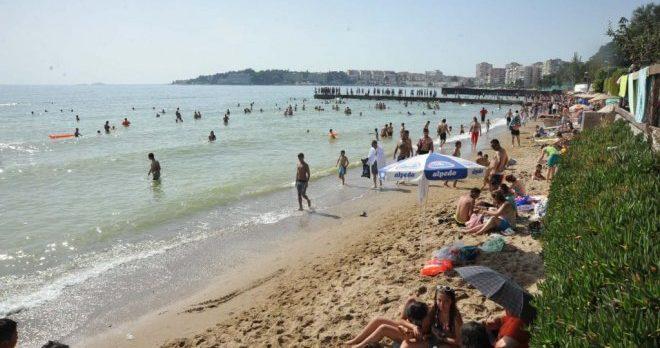 Plajlara Akın Ettiler