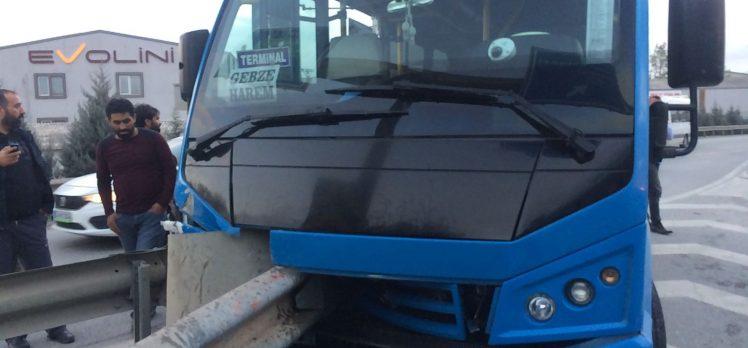 Gebze-Harem Minibüsü Kaza Yaptı: 6 Kişi Yaralandı