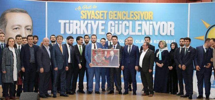 AK Çayırova'da Başkan Güler Oldu