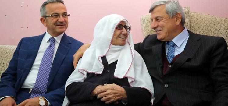 Gebze'li Menemşe Nine'ye Başkanlardan Ziyaret