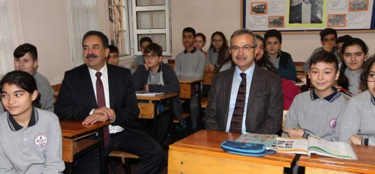 Kaymakam Güler ve Başkan Köşker'den okul ziyareti
