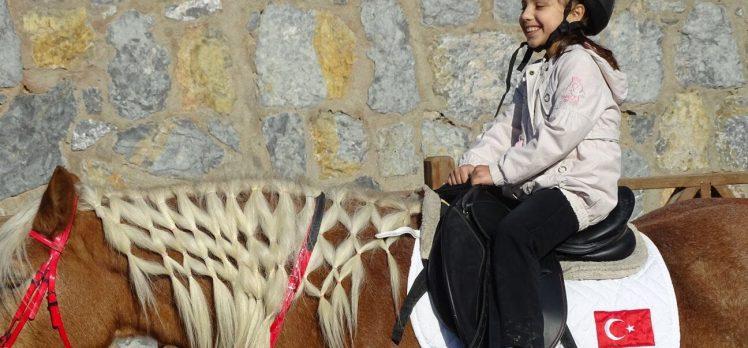 Gebze Belediyesi'nden Atlı Terapi Eğitimleri