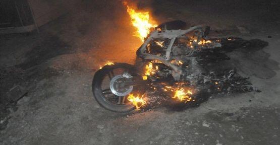 Gece Yarısı Çaldıkları Motosikleti Yaktılar