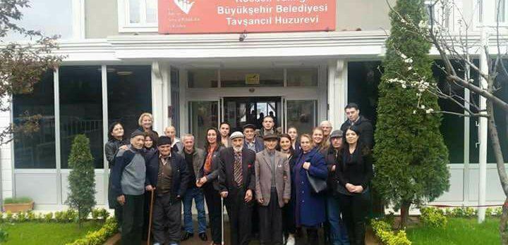 CHP'li kadınlardan huzurevine ziyaret
