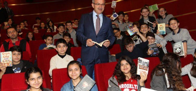 Başkan Köşker'den öğrencilere 20 Bin hediye kitap