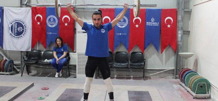Halterle tanıştılar Türkiye Şampiyonası'na gidiyorlar