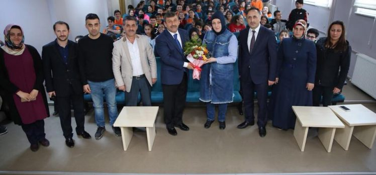 Karabacak 'Kariyer Günleri'nde öğrencilerle