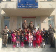 Miniklerden askerlere anlamlı ziyaret