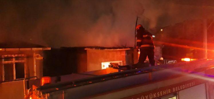 Osman Yılmaz Mahallesi'nde çatı yangını!