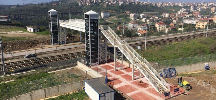 Demiryolu yaya köprüsü tamamlanıyor