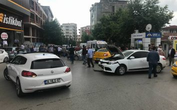 MHP Milletvekili adayı kaza yaptı: 2 yaralı