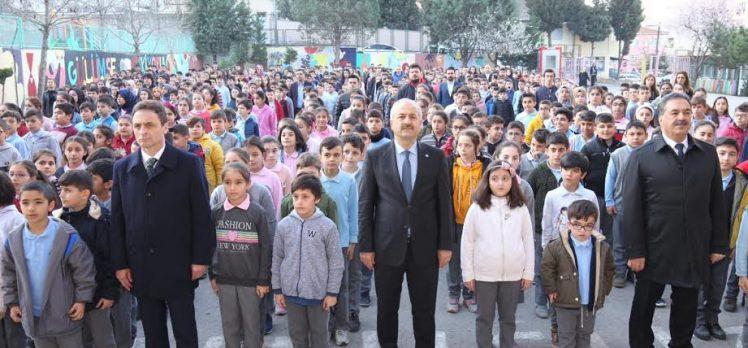 Bayrak töreni Adem Yavuz'da idi