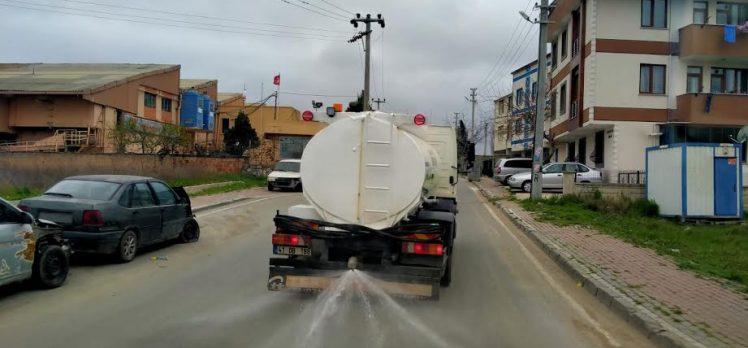 Darıca'da cadde ve sokaklar temizleniyor
