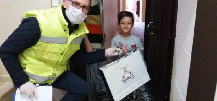 Darıca Belediyesi hediye dağıttı