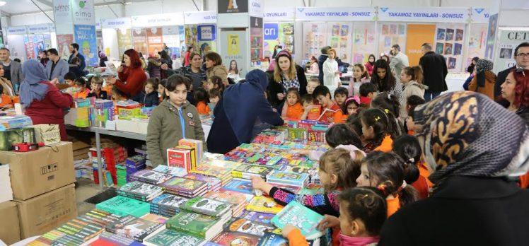 Kitap Fuarı'nı 80 bin kişi ziyaret etti