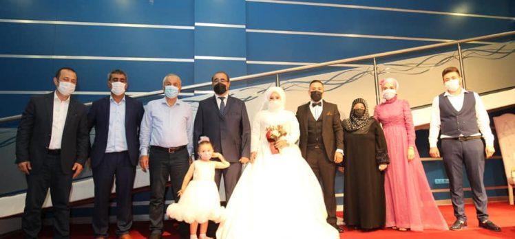 İzzet Kaşık kızını evlendirdi