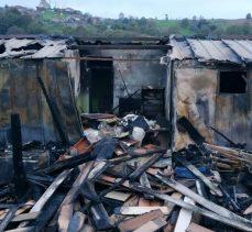 Evi yanan aileye Büyükşehir'den destek