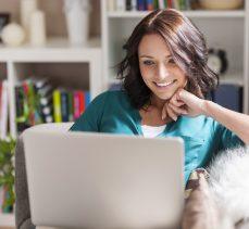"""Erkekler yüzde 84, kadınlar yüzde 73 oranında """"online"""""""