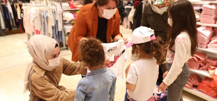 AK Kadın Çayırova, 100 çocuğun yüzünü güldürdü