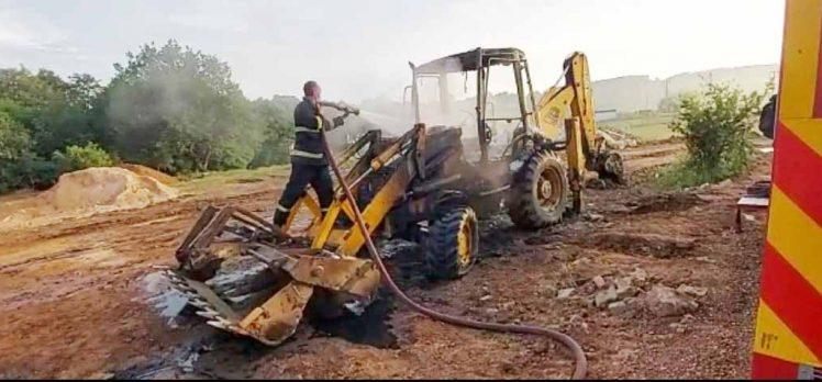 Gebze'de, 3 adet iş makinesi yandı!