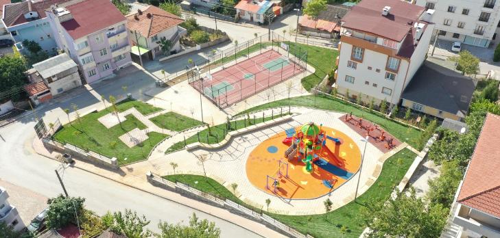 <strong>Çayırova yeni parklarla yeşilleniyor</strong>